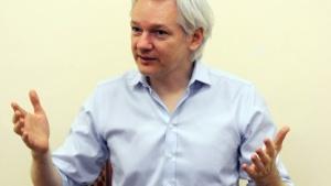 Julian Assange (im Juni 2013 in der ecuadorianischen Botschaft in London): Die Wikileaks-Partei macht weiter.