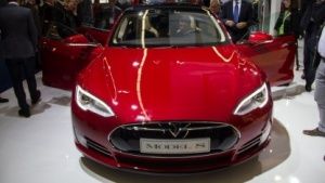 Tesla Model S: mobiles Internet von Telefónica-Töchtern oder Partnern