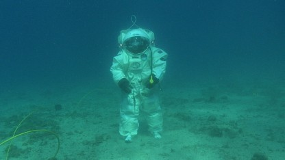 Esa-Astronaut beim Unterwassertraining (Symbolbild): Sperriger Anzug, verringerte Schwerkraft