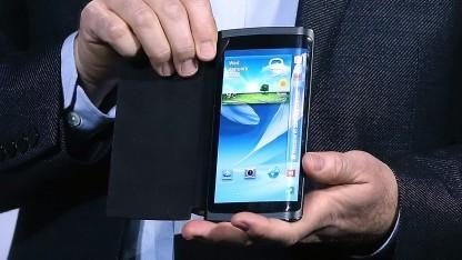 Samsung hat offenbar Pläne, ein Smartphone mit über den Rand gebogenem Display herzustellen.