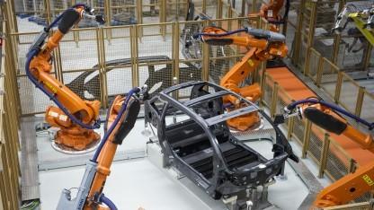 Roboter in einem Werk von BMW in Leipzig