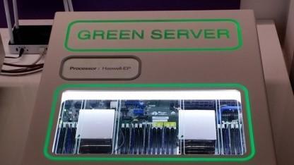 Prototyp eines Servers mit DDR4-Modulen