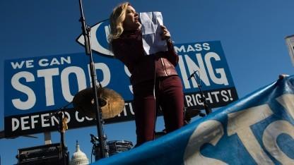 Whistleblower-Anwältin Jesselyn Radack spricht bei Protesten in Washington gegen die NSA-Überwachung.