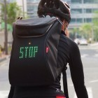Seil Bag: Fahrradrucksack mit LED-Hinweisen für den Verkehr