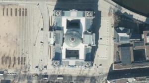 Luftaufnahme des Reichstagsgebäudes in Berlin