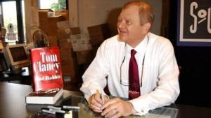 Tom Clancy 2002 bei einer Autogrammstunde