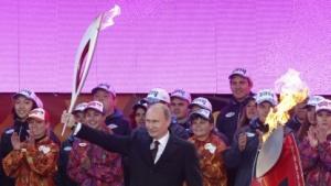 Präsident Putin empfängt das Olympische Feuer in Moskau am 6. Oktober 2013.