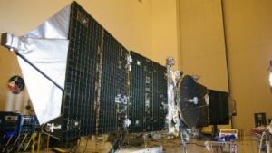 Mars-Orbiter Maven (bei einem Test im Kennedy Space Center): Relais für die Kommunikation mit Curiosity und Opportunity
