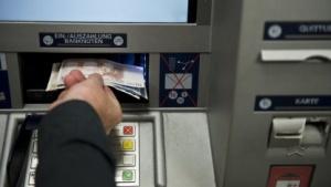 Geld am Automaten abgehoben