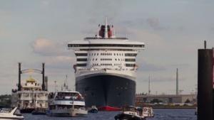 Queen Mary 2 (2011 in Hamburg): seit 2000 Pflicht für Schiffe über 300 Tonnen
