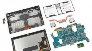 Surface Pro 2 in Einzelteilen