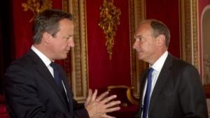 Tim Berners-Lee mit Premierminister David Cameron: zehn Millionen britische Pfund über fünf Jahre