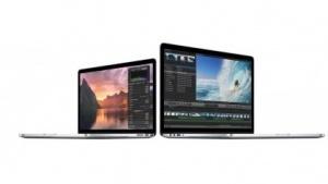 Einige MacBook Pro mit Hängern von  Tastatur und Trackpad