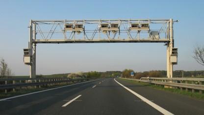 Kontrollbrücke für die Lkw-Maut