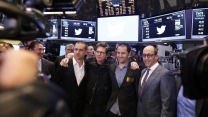 Twitter-Chef Dick Costolo (r.) mit den Twitter-Gründern Jack Dorsey (l.), Biz Stone (2. v. l.) und Evan Williams