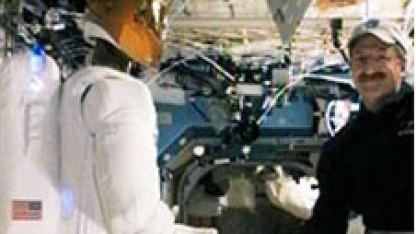 Robonaut auf der ISS (Anfang 2012): Gefahr durch 200 Kilo schweren, schwebenden Roboter