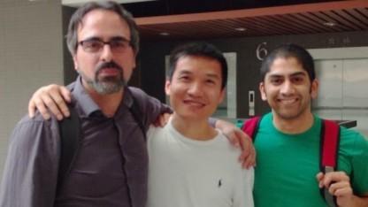 Cyanogenmod-Chef Steve Kondik mit Oneplus-Gründer Pete Lau und Koushik Dutta von Cyanogenmod (v. l. n. r.)