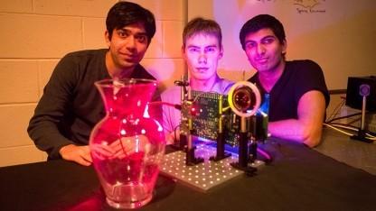 Ayush Bhandari, Refael Whyte und Achuta Kadambi mit Nanokamera