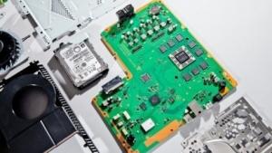 Die Platine der Playstation 4 ist puristisch ausgestattet, die Kühlung durchdacht.