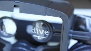 Die Dive-Brille ist seit dem 25. November 2013 erhältlich.