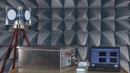 Der Detektor von links: Antenne, Messgerät, Auswertungscomputer