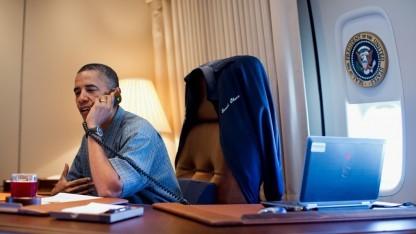 Darf ungestört im Flugzeug telefonieren: US-Präsident Barack Obama in der Air Force One.