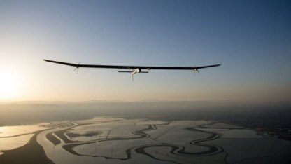 Solarflugzeug Solar Impulse (im Mai 2013 über San Francisco): die Müdigkeit kontrollieren, um wach und aufmerksam zu bleiben