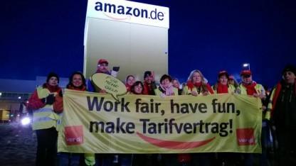 Amazon-Mitarbeiter streiken am Standort Graben bei Augsburg.