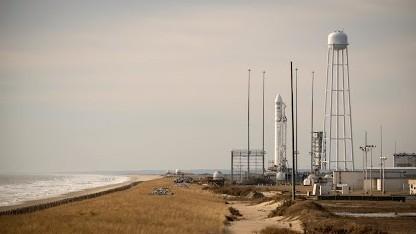 Trägerrakete auf der Startrampe: Versorgungsgüter müssen aus der Cygnus entfernt werden.