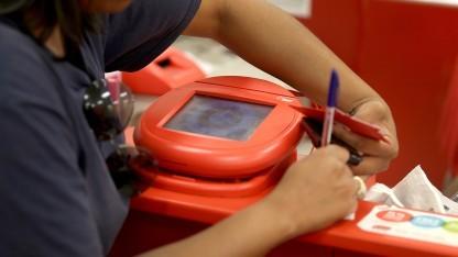 Kasse in einer Target-Filiale:  Wie kamen die Täter an die Kreditkartendaten?