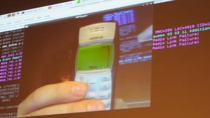 Ein zwölf Jahre altes Nokia-Telefon fragt noch beim Versand von Kurznachrichten.