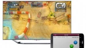 Smartphone steuert Spiel auf Smart TV.