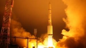 Start einer Proton-Rakete vom Startplatz Baikonur (im Dezember 2013): Booster gehen auf Land herunter.