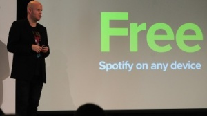 Spotify-Gründer und CEO Daniel Ek stellt Spotify Free für mobile Geräte vor.