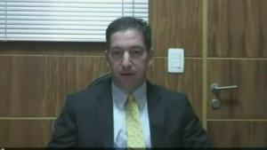 US-Journalist Glenn Greenwald beantwortet Fragen per Videokonferenz.
