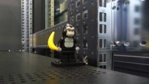 Eine Legofigur im Rechenzentrum des Cern