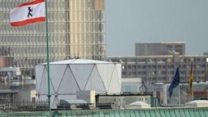 Bislang ohne Aufklärung: mutmaßliche Spionageanlage auf dem Dach der britischen Botschaft in Berlin