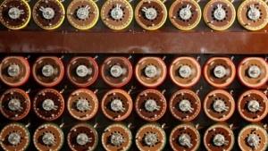 Nachbau einer sogenannten Turing-Bombe zum Knacken der Enigma-Verschlüsselung