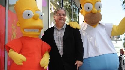 Simpsons-Erfinder Matt Groening mit Bart und Homer bei einer Veranstaltung in Hollywood