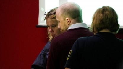 Gottfrid Svartholm Warg (Bildmitte) vor Gericht im Juni 2013