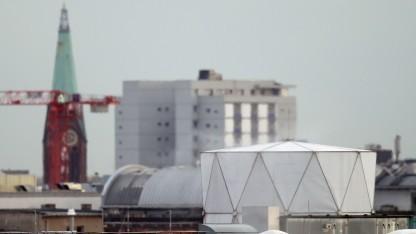 Könnte bald abgebaut werden: angebliche Abhöranlage auf dem Dach der britischen Botschaft in Berlin