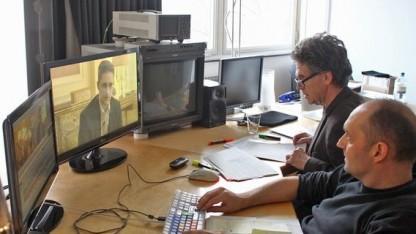 Autor Hubert Seipel beim Schnitt des Snowden-Interviews