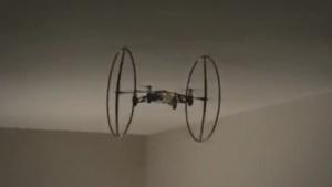 Mini Drone: die Wände hoch- und unter der Decke fahren