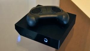 Die Steam Machine von Alienware mit Controller