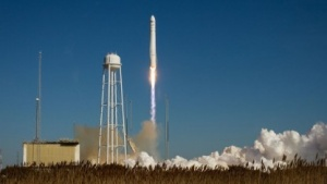 Start der Cygnus am 9. Januar 2014: Pumpe, Frost, Sonnensturm