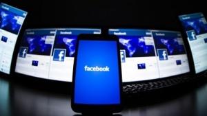 Der Ladebildschirm der Facebook-App auf einem Smartphone