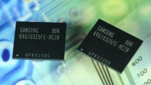 Zwei 4-GBit-GDDR5-Chips von Samsung