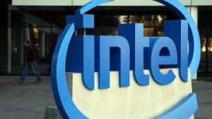 Das Intel-Logo am Firmensitz des Konzerns in Santa Clara/Kalifornien