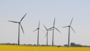 Windkraftanlage (Symbolbild): Strom für Sekunden oder Minuten, um die Netzfrequenz konstant zu halten