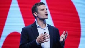 Motorola-Chef Dennis Woodside plant, in Zukunft noch günstigere Motorola-Smartphones zu veröffentlichen.